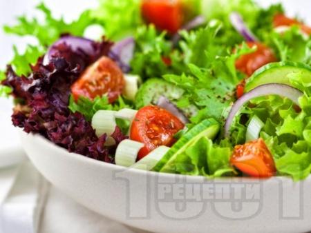 Свежа зелена салата с майонезен дресинг - снимка на рецептата